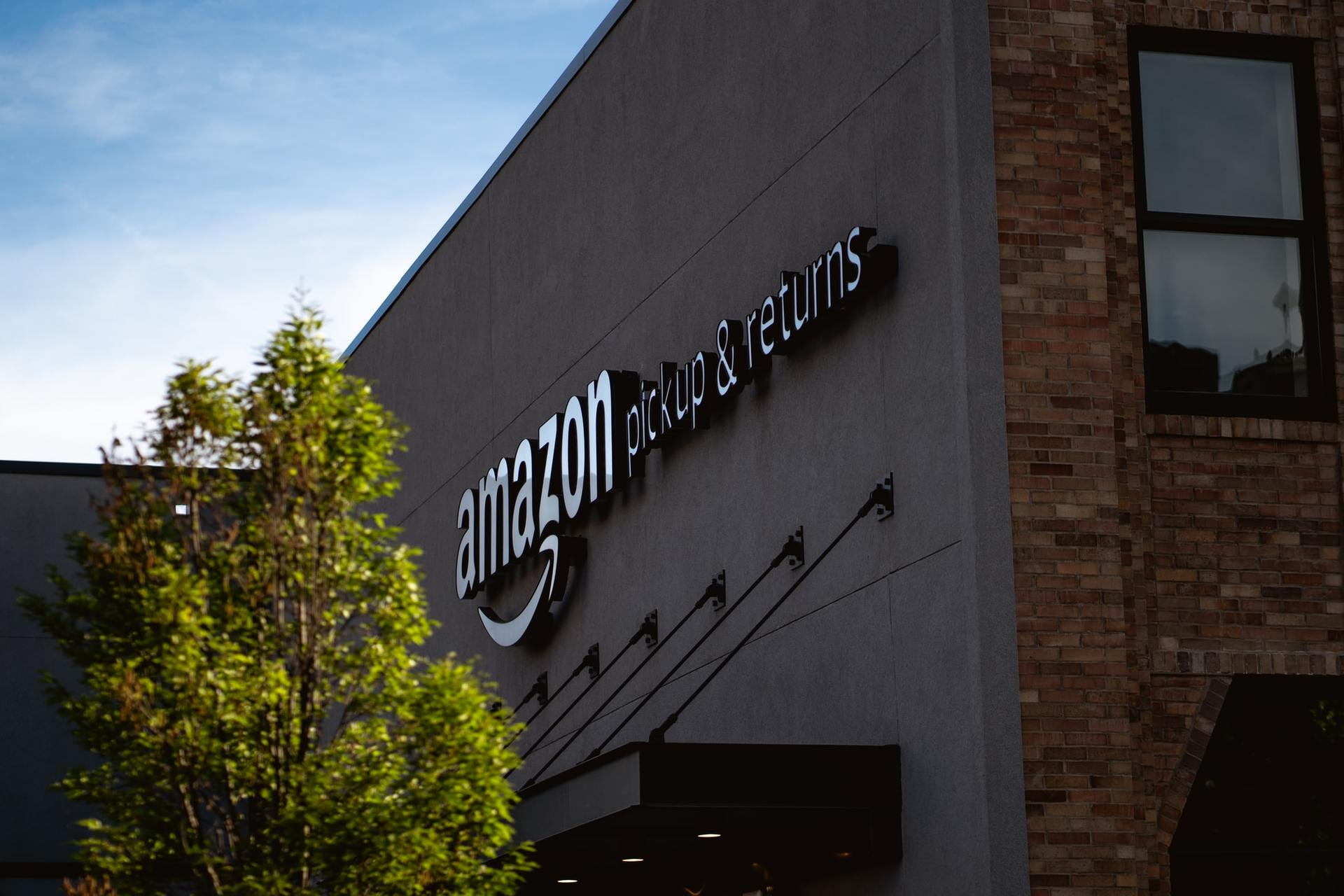 How Can Retailers Survive (and Compete) in the Age of Amazon Delivery?