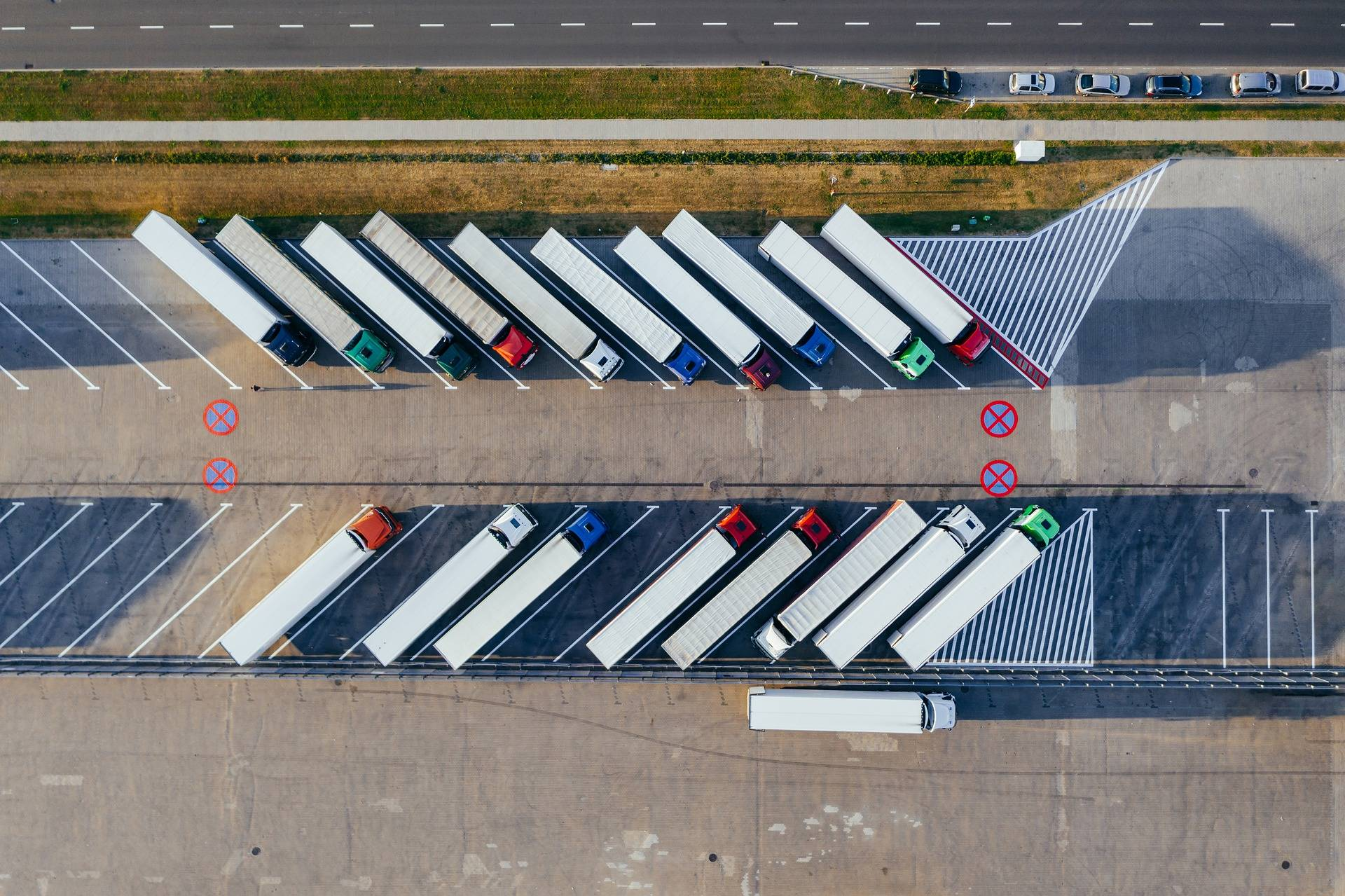 Inbound vs. Outbound Logistics: Roles in Delivery